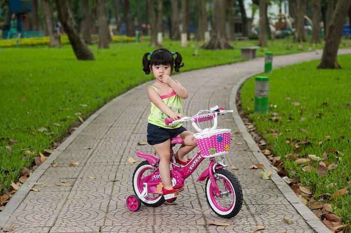 Xe đạp 4 bánh cho bé gái