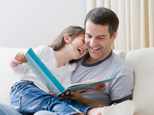 Đọc sách cho bé
