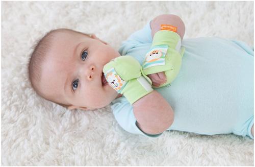 Các lưu ý khi mua bao tay sơ sinh cho bé