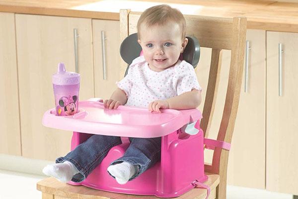 Bí quyết giúp bé thích thú ngồi ghế ăn dặm