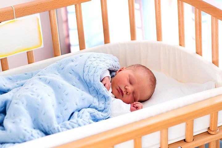 Hướng dẫn sử dụng giường cũi an toàn cho bé