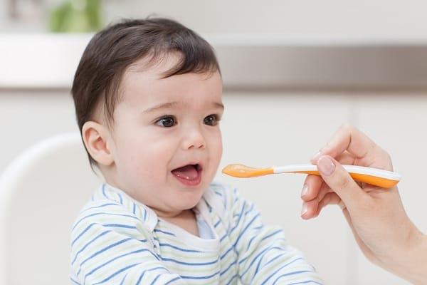 Có nên cho bé ăn dặm bằng bột ngũ cốc?