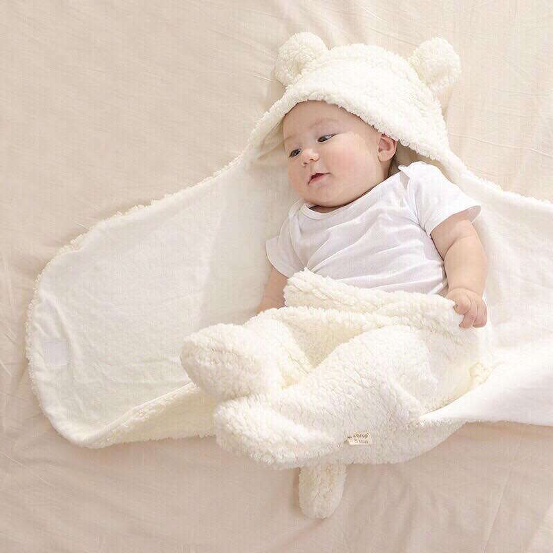 chăn ủ ấm cho trẻ sơ sinh