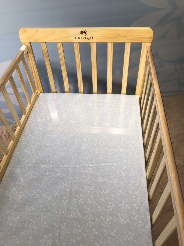 Giường cũi cho bé Mamago Dream-on-me được làm từ chất liệu gỗ cao cấp