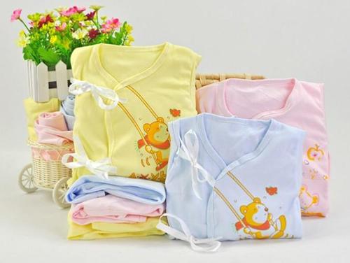 Quần áo sơ sinh cho bé chất nào tốt?