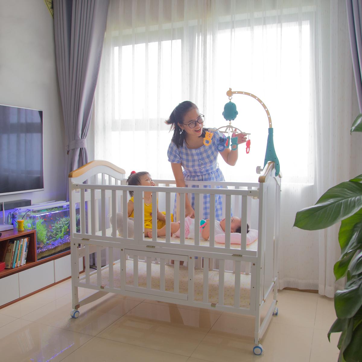 Giường cũi mang đến sự tiện lợi cho bé sơ sinh
