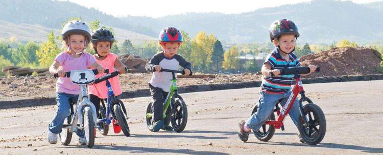 Xe đạp thăng bằng cho bé