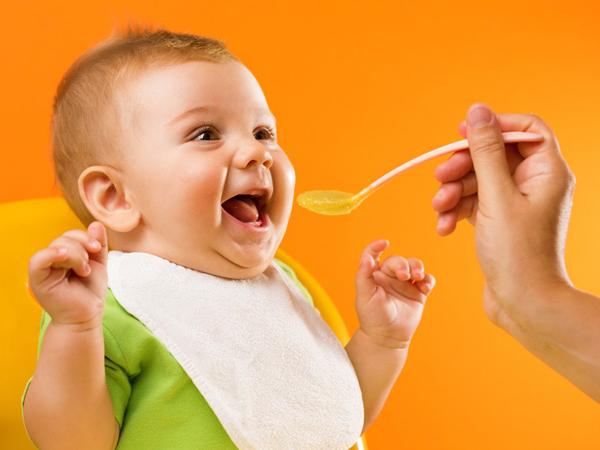yếm ăn dặm cho trẻ nhỏ